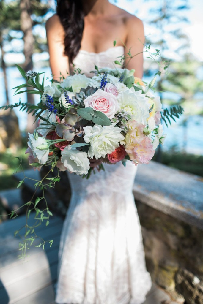 Marianmade-Farm-Bridal-Bouquet-by-Leah-Fisher